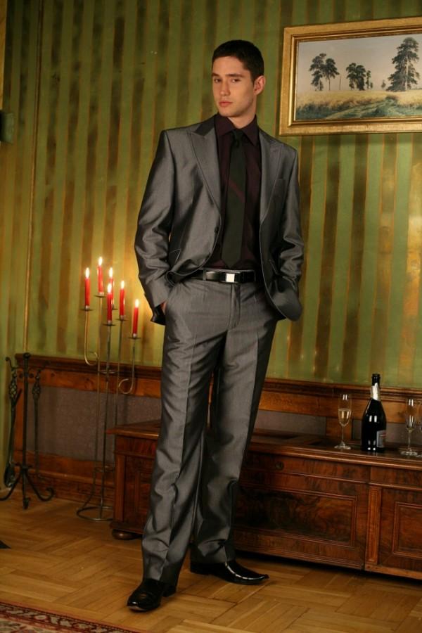 47ac8df859 Jak ubrać się na wesele jako gość stalowy garnitur czarna koszula