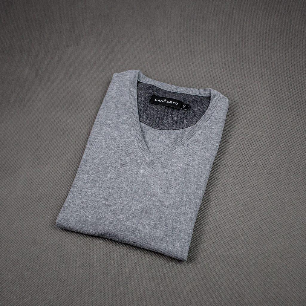 cienki-bawełniany-jasnoszary-sweter-vneck-w serek