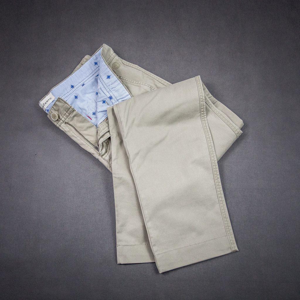 beżowe-chinosy-spodnie-chino-materiałowe