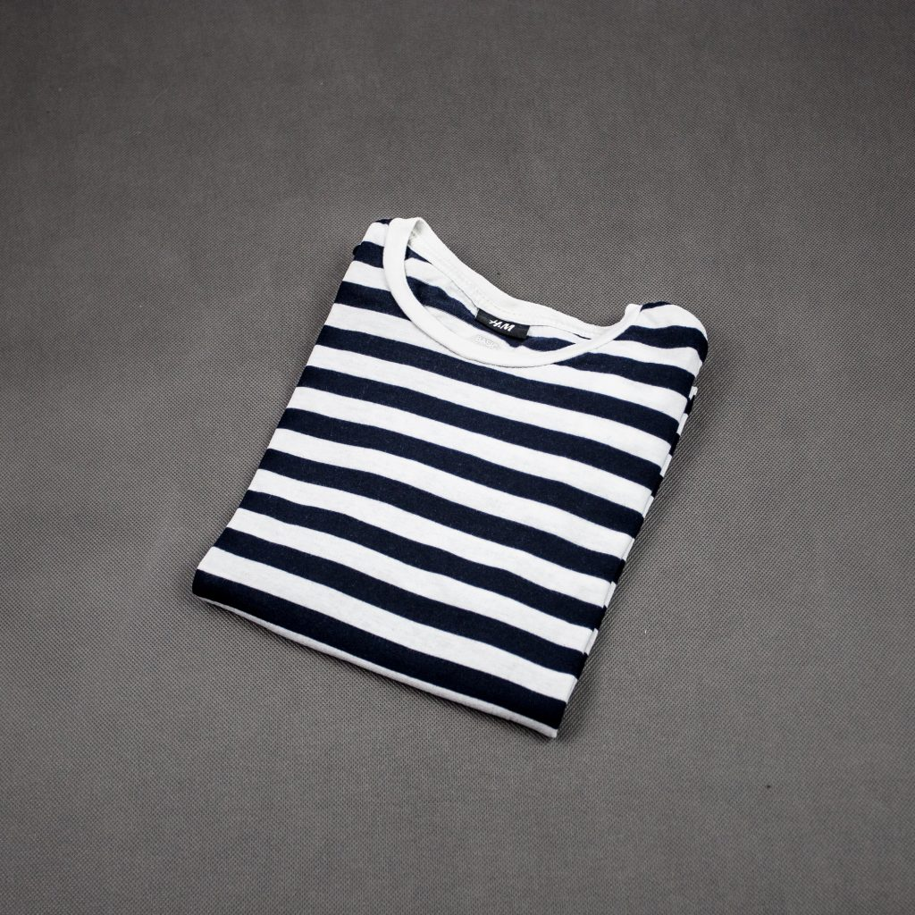 tshirt-w-biało-granatowe-pasy-marynistyczny-letni-styl-casual
