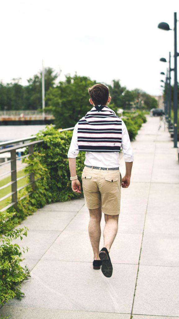 styl-marynistyczny-szorty-koszula-ocbd-pleciony-pasek-tassel-loafers-łódka-3