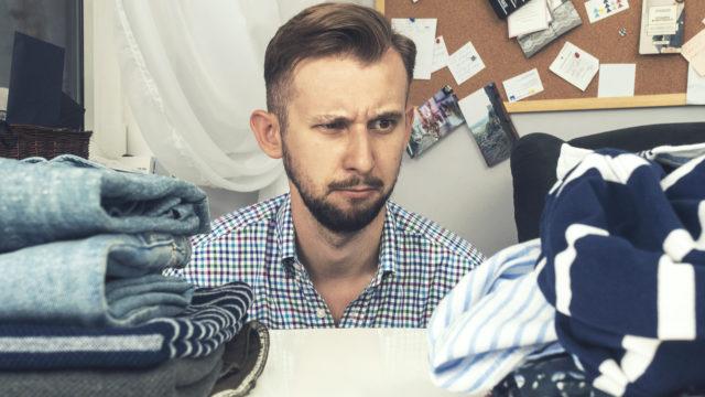 jak składać ubrania, żeby nie zajmowały dużo miejsca w szafie dandycore